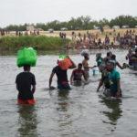 Haitianos escapan de la violencia y la pobreza